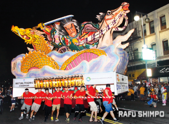 The Nebuta float makes its way down First Street in Little Tokyo during the 2015 Nisei Week Parade. (MARIO G. REYES/Rafu Shimpo)