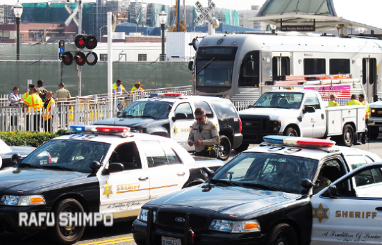 Investigators at the scene of a fatality at the Little Tokyo/Arts District Station on Tuesday. (MARIO G. REYES/Rafu Shimpo)