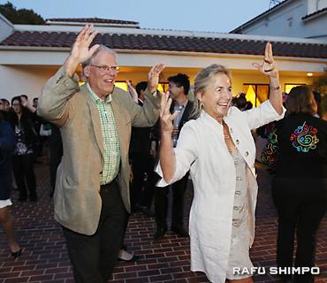 阿波踊りを踊る参加者