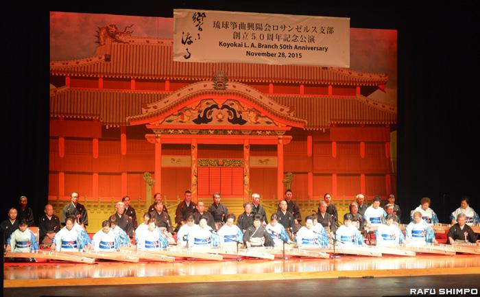 幕開けの箏曲「七段管撹、ゆらてぃく節」の演奏