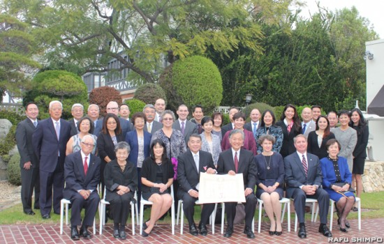 Terry Hara and Consul General Harry Horinouchi pose for a group photo with Hara's family and friends at the consul general's residence. (JUNKO YOSHIDA/Rafu Shimpo)