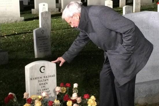 Tom Brokaw visits the grave of Kareem Khan at Arlington National Cemetery. (NBC)
