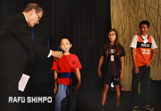 LTSC board member Alan Nishio talks with Hikaru Ebihara, Maiya Kuida-Osumi and Aidan Kosaka about their expectations for the Budokan of Los Angeles. (MARIO G. REYES/Rafu Shimpo)