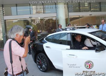 現在AP通信社LA支局に勤務するウト氏(写真左)は今もLAの至る所で報道写真を撮り続けている