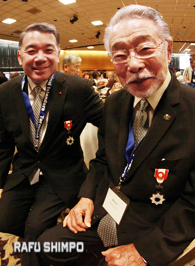 Kunsho recipients Terry Hara and Min Tonai were recognized. (MARIO G. REYES/Rafu Shimpo)