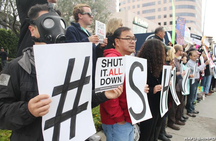 ガス施設の閉鎖を求めるポーターランチの住民たち