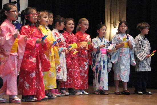 "Kids from Venice Gakuen sang ""Twinkle Twinkle Little Star."""