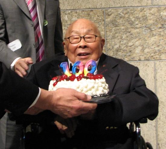 Fred Hoshiyama at his 100th birthday celebration at the Japanese American National Museum in December 2014. (J.K. YAMAMOTO/Rafu Shimpo)