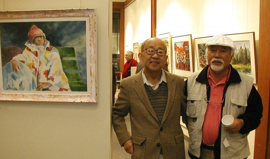 "Lewis Suzuki (left) and Lawrence Yamamoto in 2003 at the opening of ""Nikkei Journey: Retrospective by Watercolorists Lewis Suzuki and Lawrence Yamamoto"" at the National Japanese American Historical Society in San Francisco. (Hokubei Mainichi)"