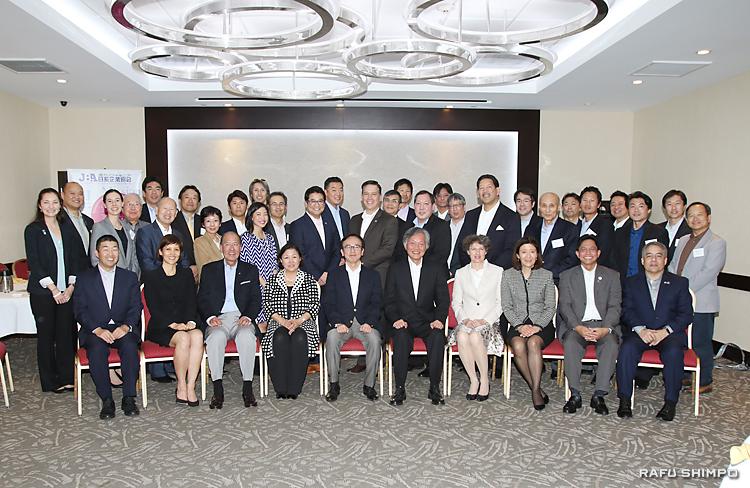 歓送レセプションに参加した「日系人リーダー招聘プログラム」の参加メンバーら