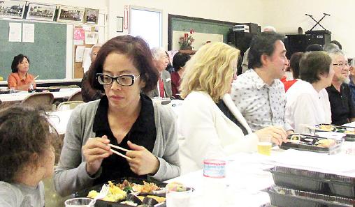 Guests enjoy a delicious bento lunch.
