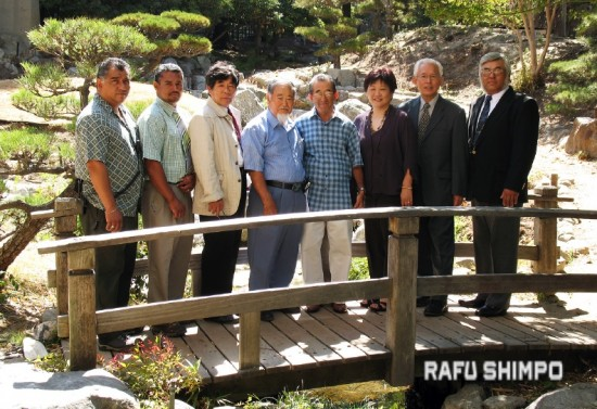 Takeo Uesugi designed the James Irvine Garden at the JACCC. In 2007, he led the effort to restore and renovate the garden. The team gathered in July 2007 for a photo (from left) Arthur Granados, William Cubias, Kinya Hirai, Haruo Yamashiro, Shinkichi Koyama, Chris Aihara, Uesugi and Glenn Koyama. (GWEN MURANAKA/Rafu Shimpo)