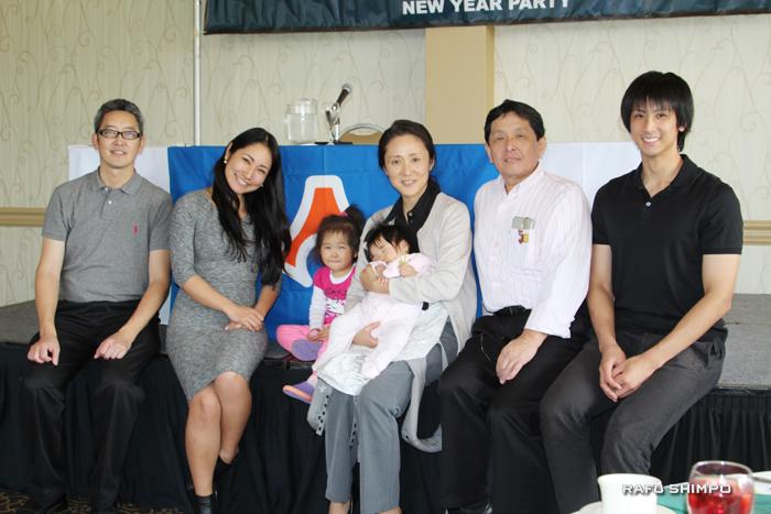 7人の新しい顔ぶれ。左から宮原武さん、吉永すみれさん、宮原さんの娘の汐美ちゃん、湊美ちゃん、奥さんの恵子さん、八木正明さん、息子さんの八木勇樹さん