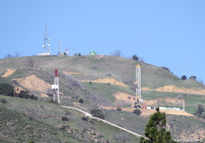 ガス会社に続き、施設内で運営を行う石油会社のガス放出が発覚したポーターランチのアリソ・キャニオン施設敷地内。ガス貯蔵用井戸とパイプラインが確認できる
