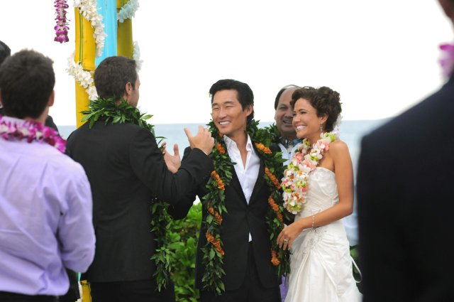 Chin Ho (Daniel Dae Kim) and Malia Waincroft (Keiko Aylesworth) get married.