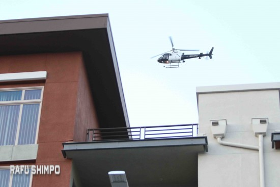 An LAPD helicopter circles overhead in search of the suspect. (JUN NAGATA/Rafu Shimpo)