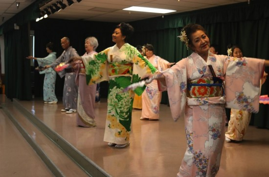 "Members of Meiji Club's ondo group performed ""Gokigen Ondo."""