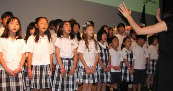 "Students from Nishiyamato Academy of California sang ""Hana wa Saku."""