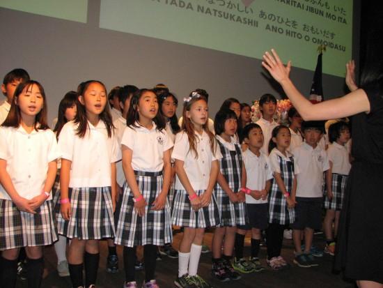"Students from Nishiyamato Academy of California sang ""Hana wa Saku."""