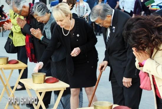 From right: Former Transportation Secretary Norman Mineta, his wife Deni, tsunami survivor Masako Unoura-Tanaka and her husband Ted Tokio Tanaka paid their respects.