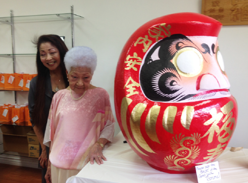A giant daruma symbolizes the determination to succeed despite hardships. (Photo by Ellen Endo)