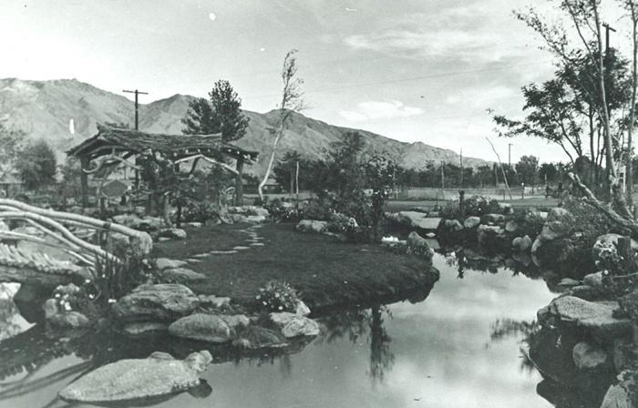 収容された庭園業者らによってマンザナー強制収容所内に造られた日本庭園(写真=南加庭園業連盟提供)