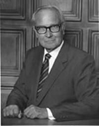 チャールズ・E・タトルの写真
