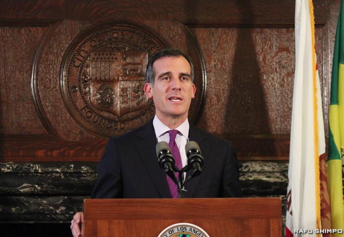 LA市が直面するホームレス問題の解決を重視した予算案を発表したガーセッティー市長