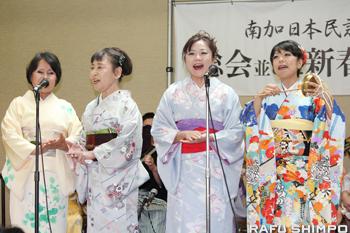 元気な歌声を披露した松豊会のメンバー