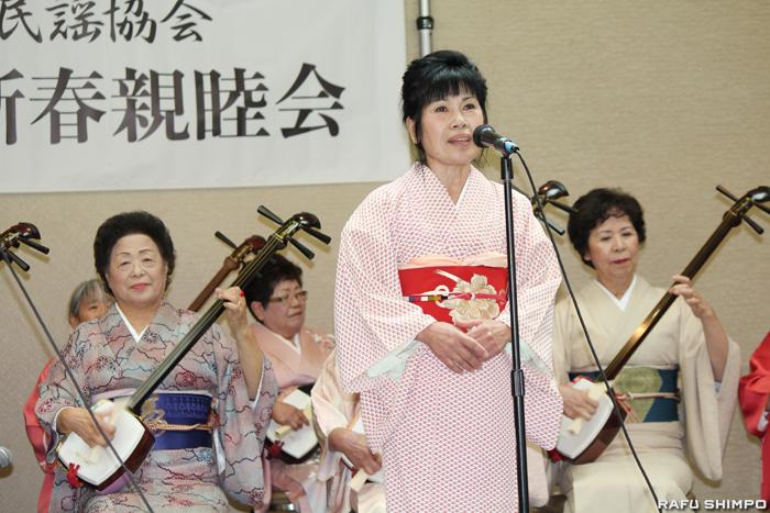 三味線の音色とともに民謡を披露した松前会のメンバー