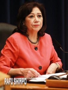 動議を提出したスーパーバイザーのヒルダ・ソリス議長