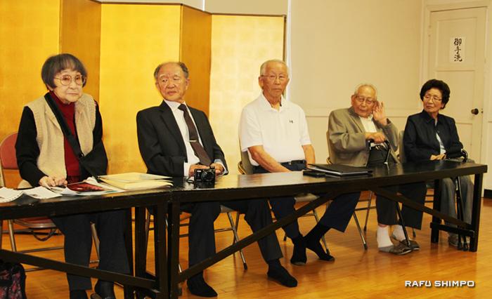 左から据石和さん、更科洵爾さん、ハワード蠣田さん、難波亘さんと礼子夫人