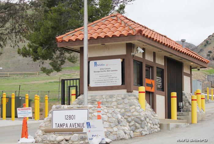 南カリフォルニア・ガス・カンパニー(SoCalGas Co)の天然ガス貯蔵施設があるポーターランチのアリソ・キャニオンの施設入り口