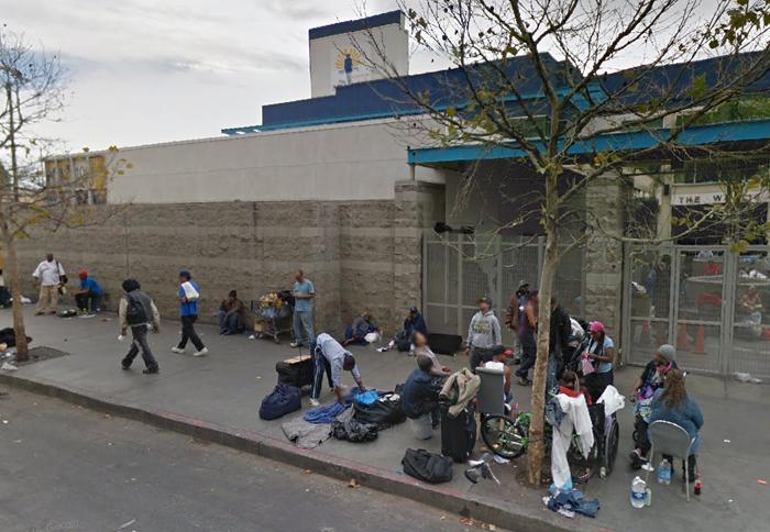 ロサンゼルス・ダウンタウンにあるスキッドロウ地区で暮らすホームレスの人々
