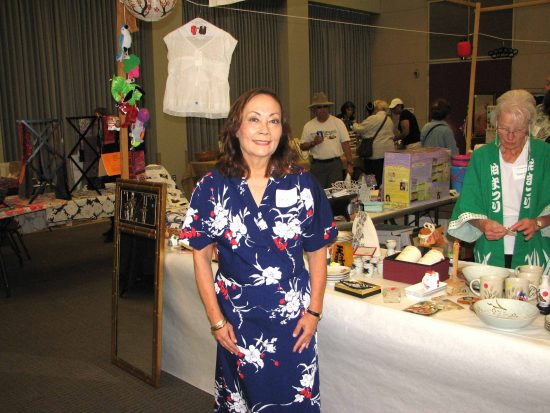 Leilani Kimmel-Dagostino, wearing an American Airlines flight attendant kimono, volunteers at the gift booth during the Torrance Sister City Association's annual Bunka-Sai. (J.K. YAMAMOTO/Rafu Shimpo)