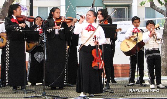 Plaza de la Raza Mariachi. Other performers included Danza Azteca Ajolote, Boyle Heights Community Youth Orchestra, El Marino Niji Taiko, Ballet Folklorico de Carolina and Fujima Kansei Orodi Kai.