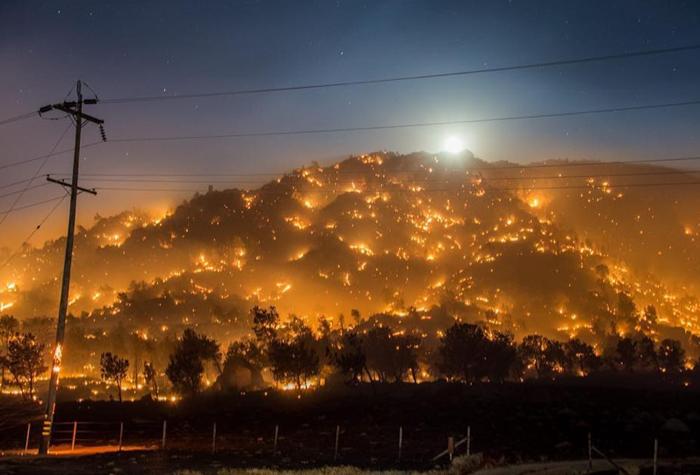 5万エーカーが焼失し、建物およそ250棟が全焼する被害がでたカーン郡の山火事
