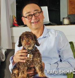 Gedde Watanabe relaxing at home with his faithful protector, Ella. (MIKEY HIRANO CULROSS/Rafu Shimpo)