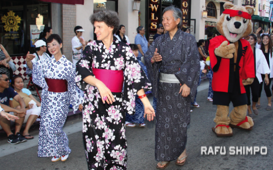 Sabine and Harry Horinouchi participated in last year's Nisei Week Ondo. (MARIO G. REYES/Rafu Shimpo)