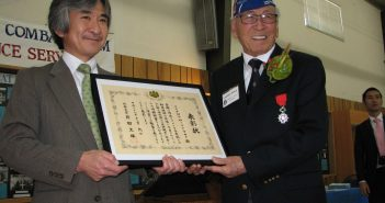 At a program held by Friends and Family of Nisei Veterans on Feb. 13 at the Morgan Hill Buddhist Community Center, Consul General Jun Yamada presented the Minister of Foreign Affairs Certificate of Commendation to 442nd Regimental Combat Team veteran Lawson Sakai of Morgan Hill. The certificate recognized Sakai's dedication to promoting friendship between Japan and the U.S., his tireless efforts to preserve the proud legacy of Nisei veterans, and his contributions as an eloquent speaker promoting understanding of Japanese American history. (J.K. YAMAMOTO/Rafu Shimpo)