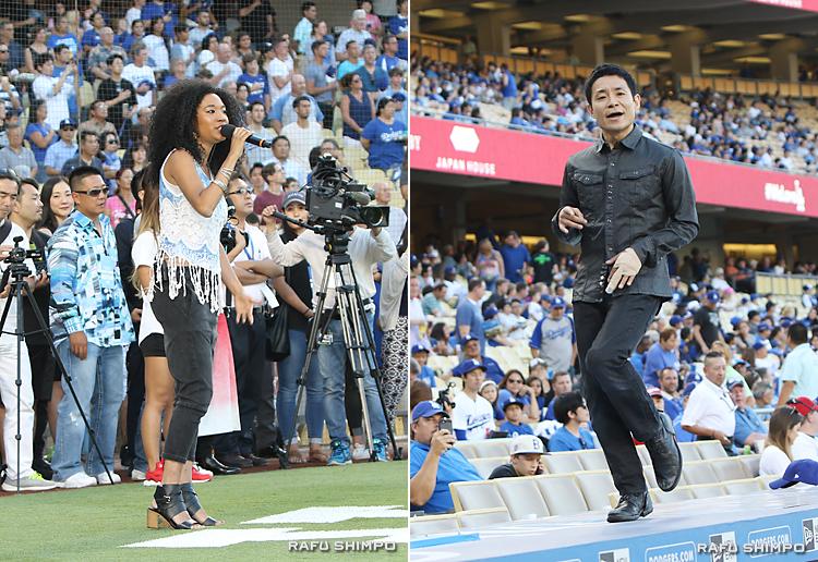 【写真左】米国歌を斉唱するジュディス・ヒル【同左】ドジャースのダッグアウトの上でダンスを披露する蛯名健一