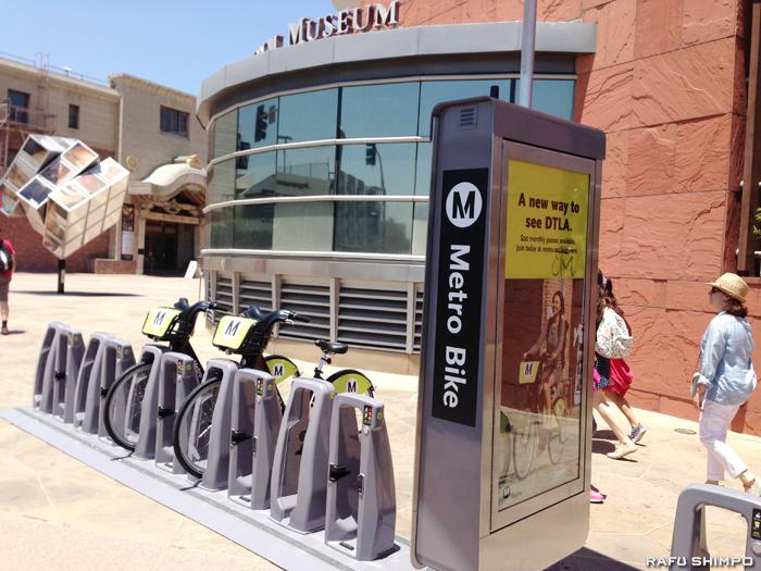 小東京周辺の全米日系人博物館の前に設置されている駐輪場