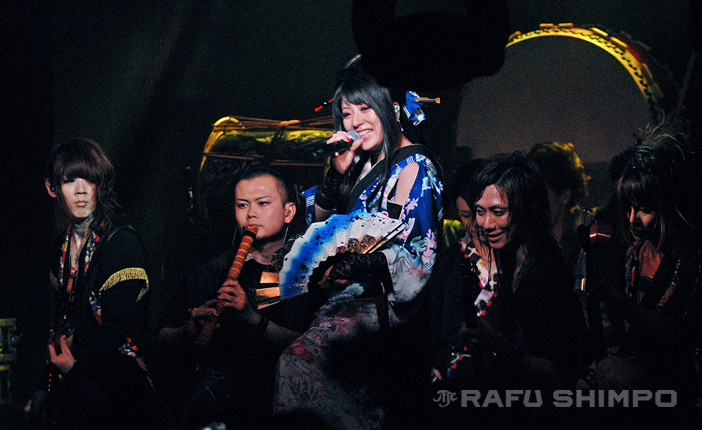 Wagakki Band – from left, bassist Asa, shakuhachi player Daisuke Kaminaga, vocalist Yuko Suzuhana, guitarist Machiya and Beni Ninagawa on shamisen – perform Tuesday night at Club Bahia near Dodger Stadium. (Photo by MIKEY HIRANO CULROSS/Rafu Shimpo)