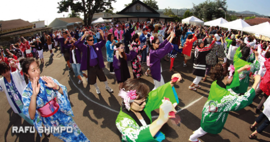 Dancers at the Santa Barbara Obon in 2013. (MARIO G. REYES/Rafu Shimpo)