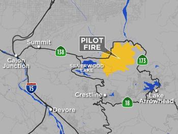 「Pilot Fire」と名付けられた今回の山火事は、地図中の黄色の部分で発生し、火の手は拡大している