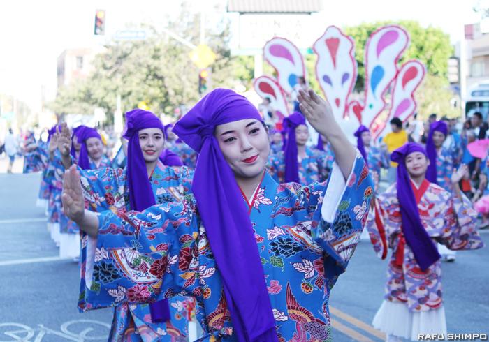 沖縄の伝統芸能である琉球舞踊も披露された