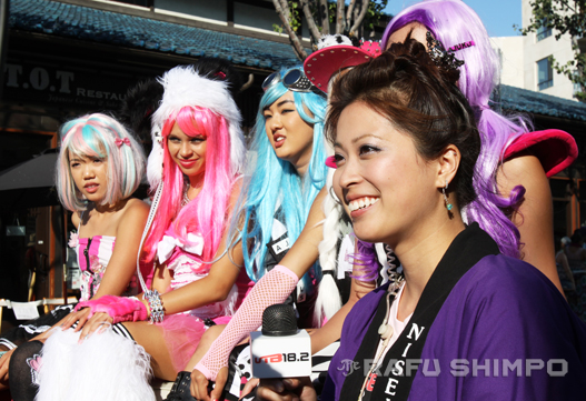 UTB correspondent Tamie Akimoto interviews celebrities during the 2013 Nisei Week Grand Parade in Little Tokyo. UTB aired a live broadcast of the annual Nisei Week Grand Parade starting in 2011. (JUN NAGATA/Rafu Shimpo)
