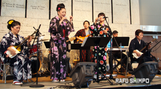 Minyo Station performed at last year's Natsumatsuri. (MARIO G. REYES/Rafu Shimpo)