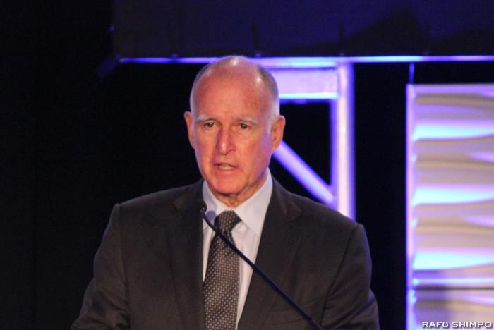 加州の行政機関やビジネスの建物内に設置されている一人用トイレをジェンダー・ニュートラルにする法案に署名したブラウン知事