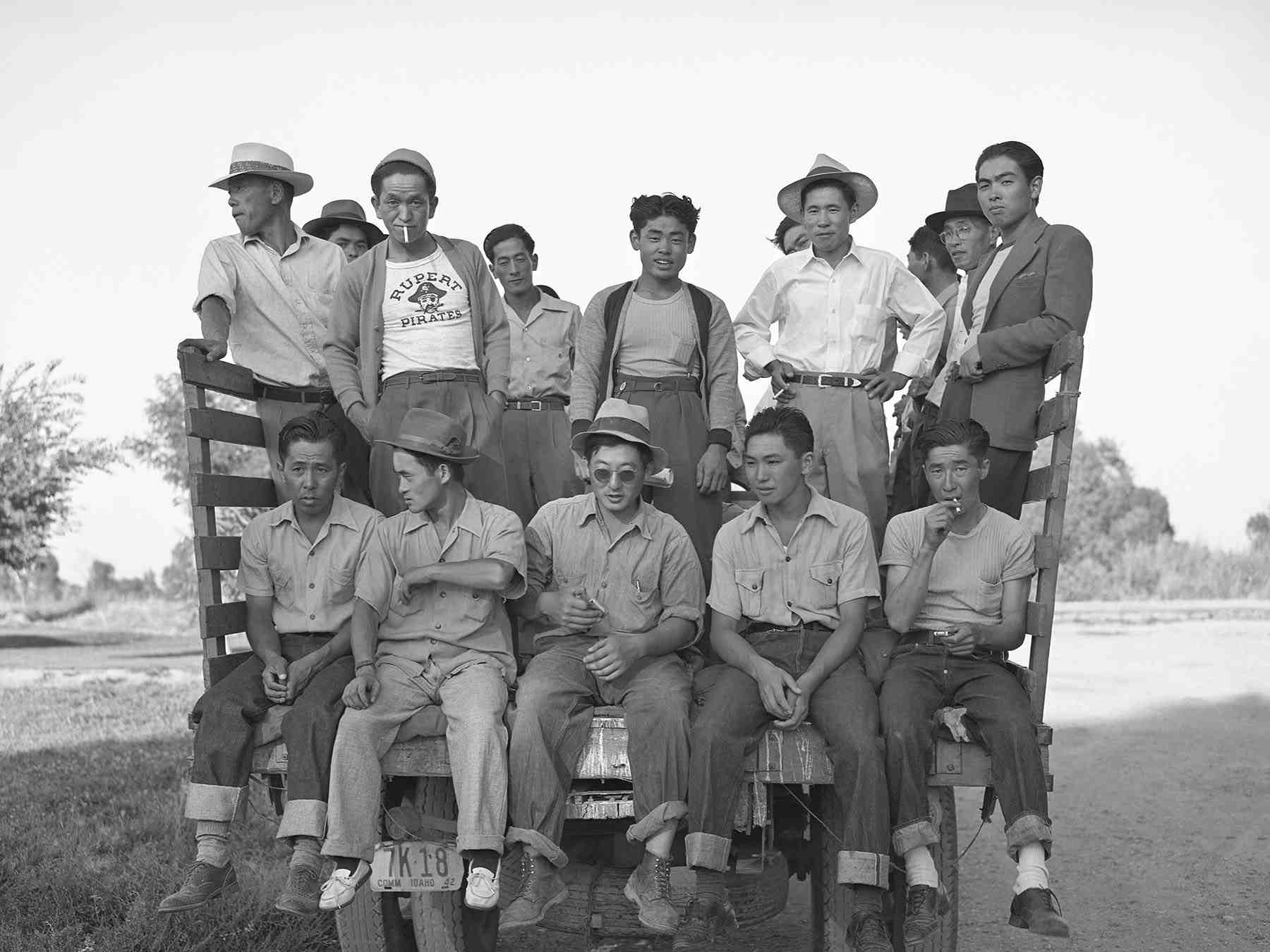 Many of the single men and families came to the Rupert, Idaho, camp from Minidoka, Heart Mountain, Manzanar, and Poston. The seasonal leave program drew a mix of people, some with previous agricultural experience and others without. (Library of Congress, Prints & Photographs Division, FSA-OWI Collection, LC-USF34-073890-D)